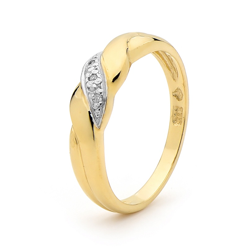 Twisted Band Gold Ring with Diamonds