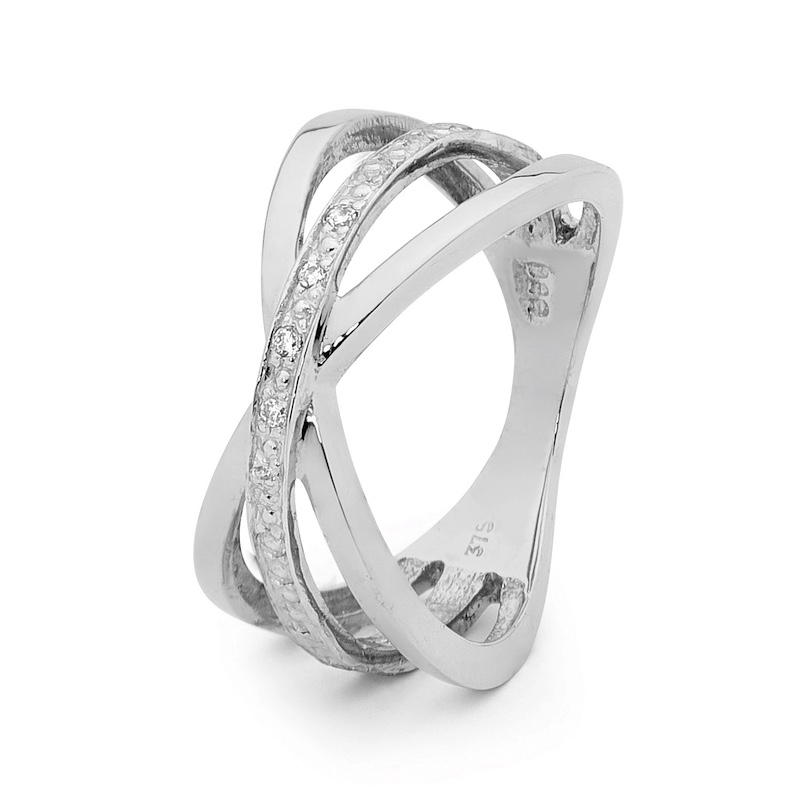 White Gold Fashion Ring with Diamonds